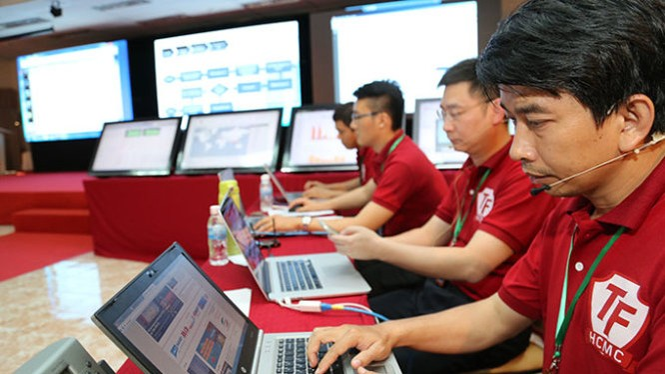 Phòng thủ ngăn chặn sự xâm nhập hệ thống máy chủ tại một buổi diễn tập bảo vệ hệ thống thông tin.