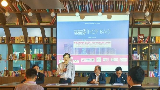 Ông Vũ Hoàng Liên - Chủ tịch Hiệp hội Internet Việt Nam phát biểu khai mạc.