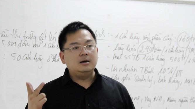 Chủ tịch FPT Software Hoàng Nam Tiến vừa nhận được giải thưởng Effective Professor (Giảng viên có bài giảng thực tiễn nhất, được nhiều học viên áp dụng ngay) do học viên FSB lựa chọn.