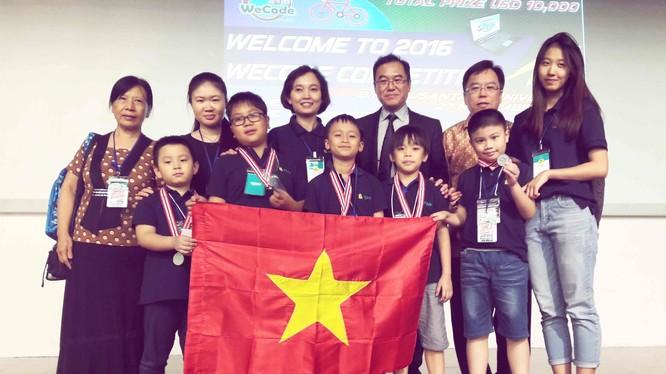 """Các """"lập trình viên nhí"""" của Học viện Teky là 7 trong số hơn 30 đại diện của Việt Nam dự cuộc thi lập trình sáng tạo quốc tế WeCode 2016 được tổ chức ngày 27/11/2016 tại Jakarta, Indonesia."""