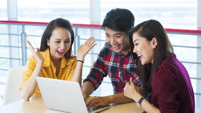 Với chính sách Cashback (hoàn tiền vào thẻ), người dùng sẽ được hưởng chính sách giảm giá 2 lần, bằng cách mua sản phẩm giảm giá tại Online Friday và nhận tiền hoàn lại từ ngân hàng.