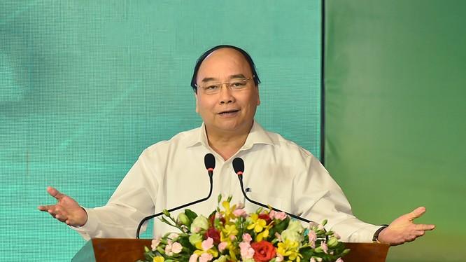 Thủ tướng Nguyễn Xuân Phúc đối thoại với các doanh nghiệp.