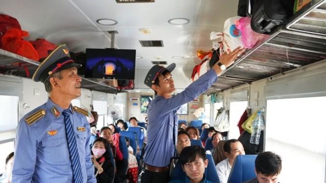 Đường sắt Việt Nam chỉ bán vé trên website duy nhất là dsvn.vn và tại các đại lý của Tổng Công ty Đường sắt Việt Nam, các ga (ảnh minh họa)