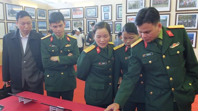 Đông đảo cán bộ, chiến sĩ tỉnh Bắc Kạn trải nghiệm về công nghệ 3D tại Triển lãm