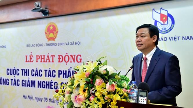Phó Thủ tướng Vương Đình Huệ phát biểu tại Lễ phát động Cuộc thi các tác phẩm báo chí về công tác giảm nghèo giai đoạn 2016-2020.