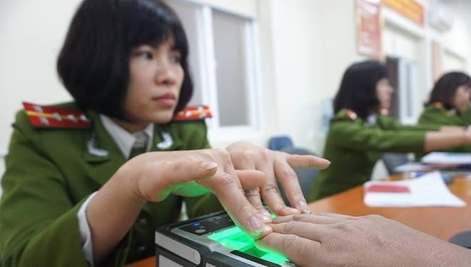 Lấy dấu vân tay là một trong những thủ tục quan trọng khi làm thẻ căn cước công dân - ảnh minh hoạ.
