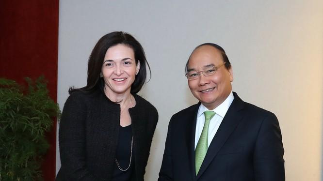 Thủ tướng Chính phủ Nguyễn Xuân Phúc và Giám đốc điều hành tập đoàn Facebook Sheryl Sandberg.