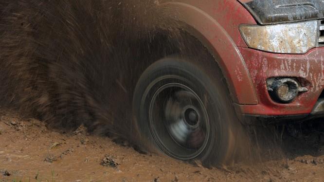 Video hướng dẫn bạn cách thoát khỏi những đoạn lầy lội, để chuyến du xuân an toàn.
