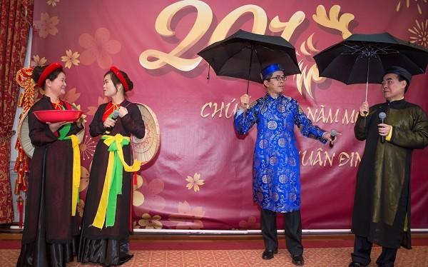 """Các """"Liền anh - Liền chị"""" trong Tiệc mừng Tết cổ truyền cùng cộng đồng người Việt đang sinh sống, làm việc và học tập tại Washington DC."""