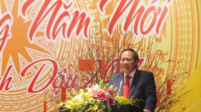 Bộ trưởng Trương Minh Tuấn chúc tết cán bộ, nhân viên Bộ TT&TT sáng ngày 2/2/2017. Ảnh: Phan Minh.