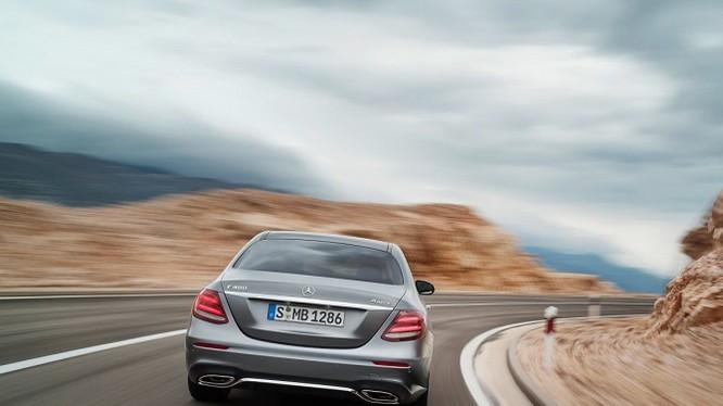 Với giá khởi điểm là 52.150 USD (gần 1,2 tỷ đồng), Mercedes E-Class Sedan là một trong những sự lựa chọn tốt nhất.