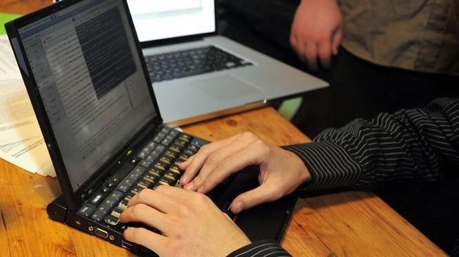 Các nhà quản trị cần nâng cao nhận thức bảo mật để phòng ngừa các vụ tấn công mạng - Ảnh: AFP.