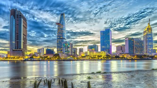 Nếu như trước đây Việt Nam đã là trung tâm sản xuất đối với Hàn Quốc và các nhà sản xuất thiết bị điện tử của Nhật Bản như Samsung, LG Electronics, Panasonic và Toshiba,thì giờ đây Việt Nam chú trọng tập trung chuyển đổi từ nhà sản xuất linh kiện điện tử