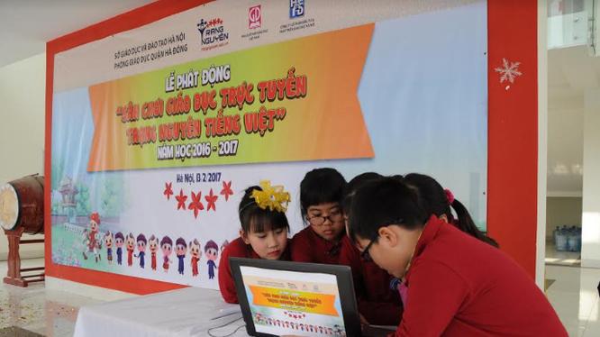 Các em học sinh háo hức tham gia cuộc thi.