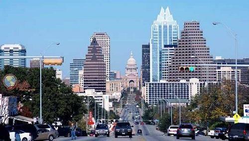 Austin là thủ phủ của tiểu bang Texas và là trung tâm quản lý hành chính của Quận Travis. Tọa lạc ở miền Trung Texas, đâylà thành phố lớn thứ 4 của Texas và thành phố lớn thứ 16 của Mỹ.