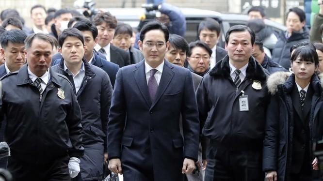 Ông Lee Jae-yong bị bắt giam vì tội hối lộ.