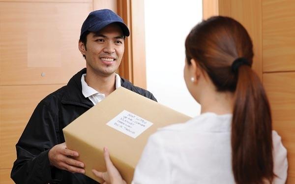 Để sử dụng dịch vụ chuyển phát quốc tế của ShipChung, khách hàng chỉ cần truy cậpShipChung.vn trên máy tính hoặc cài App ShipChung (Android, iOS), tra cước phí & tạođơn là bưu phẩm, hàng hóa của khách hàng sẽ được chuyển đi nhanh chóng.
