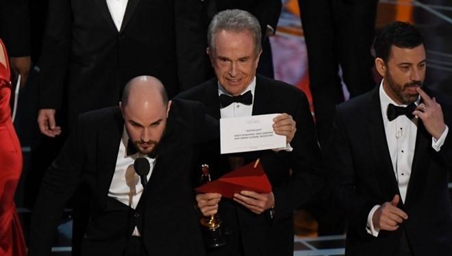 Giải Oscar Phim hay nhất bị trao nhầm, và trao lại cho 'Moonlight'
