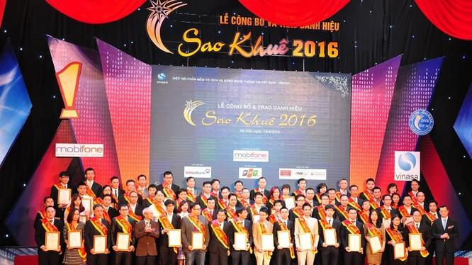 Lễ công bố danh hiệu Sao Khuê 2017 sẽ được tổ chức sáng 15/4/2-17 tại Nhà hát Đài tiếng nói Việt Nam và được truyền hình trực tiếp toàn quốc trên kênh VTC1 Đài Truyền hình kỹ thuật số VTC. Ảnh minh hoạ: Các cá nhân, doanh nghiệp tiêu biểu trong lễ tôn v