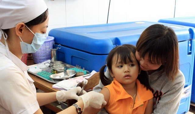 Theo ước tính, chỉ riêng tại Hà Nội, việc áp dụng hệ thống quản lý thông tin tiêm chủng quốc gia đã giúp Hà Nội tiết kiệm được hơn 13.000 ngày công và hơn 2 tỷ đồng/năm.