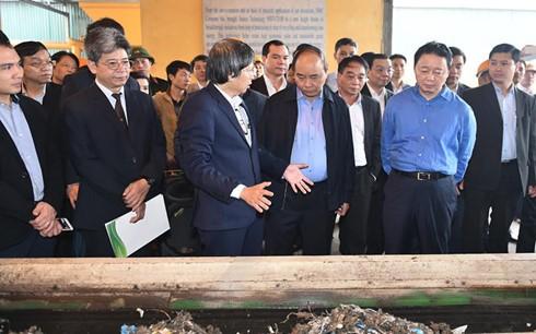Văn phòng Chính phủ vừa ra thông báo kết luận của Thủ tướng Nguyễn Xuân Phúc tại buổi thăm và làm việc tại Nhà máy điện rác - Công ty TNHH Thủy lực - Máy (Công ty HMC), khu công nghiệp Đồng Văn I, huyện Duy Tiên, tỉnh Hà Nam. Trong thông báo này, biểu dư