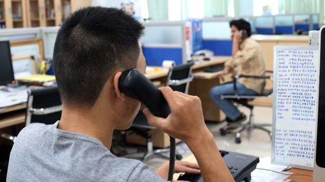 """Nhiều nhân viên kinh doanh gây phiền toái cho người khác khi """"dội bom"""" qua điện thoại. Ảnh minh hoạ: Internet."""