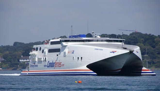 Được trang bị tới 2 động cơ phản lực, đây là chiếc tàu chở khách nhanh nhất thế giới.