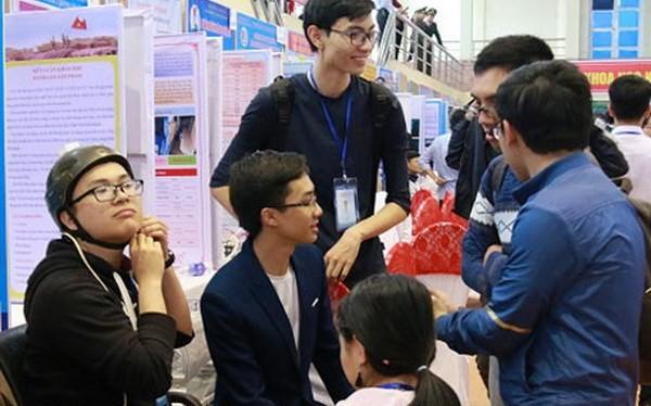 Thử nghiệm trên 'Xe lăn điều khiển bằng nhận dạng cử chỉ của đầu' tại cuộc thi khoa học kỹ thuật Quốc gia 2017. (Nguồn: baobacninh.com.vn)