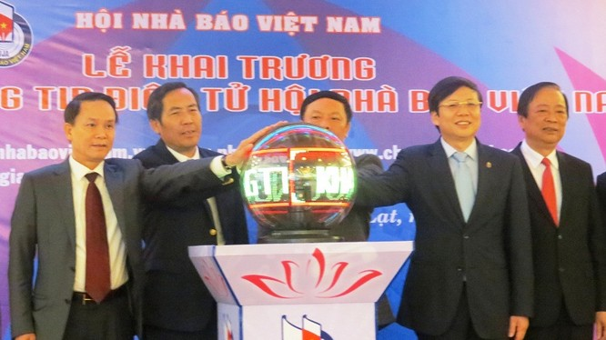 Hội Nhà báo Việt Nam chính thức khai trương Cổng Thông tin điện tử của Hội tại địa chỉ www.hoinhabaovietnam.vn và www.nhabaovn.vn.