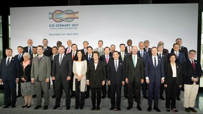 Các đại biểu dự Hội nghị Bộ trưởng các nền kinh tế số G20 tại Đức chụp ảnh lưu niệm.