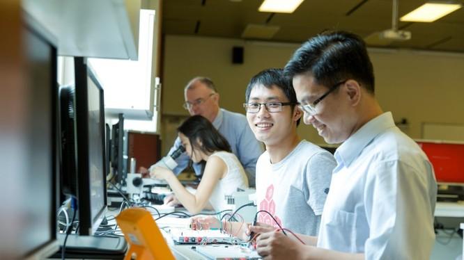 Nhật Bản là một trong những quốc gia mở rộng cửa tiếp nhận nhiều lao động có trình độ cao, nhất là kỹ sư ngành công nghệ thông tin. Ảnh minh hoạ: Internet.