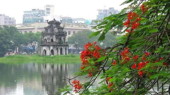 Các blogger đều rất ấn tượng với phong cảnh đẹp, bình yên và cổ kính và rất thích thú với ẩm thực của Hà Nội.