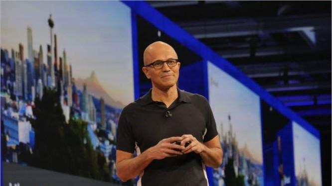 Các ông Satya Nadella, Scott Guthrie và Harry Shum đã chào đón hàng ngàn chuyên gia lập trình tới Seatle tham dự hội nghị Build 2017 — sự kiện thường niên của Microsoft dành cho chuyên gia lập trình. Ảnh Microsoft.
