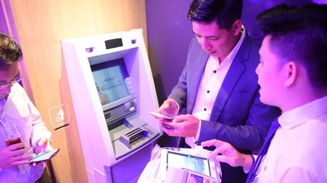 Sự kì vọng của khách hàng đối với các sản phẩm, dịch vụ ngân hàng ngày càng cao, đặc biệt là về mức độ bảo mật, và tương tác nhanh chóng kịp thời với ngân hàng. Ảnh minh hoạ: Internet