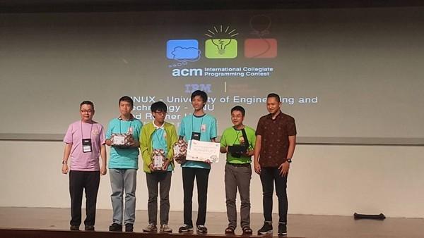 Đội tuyển LINUX của ĐH Công nghệ - ĐH Quốc gia Hà Nội đã xuất sắc vượt qua các vòng loại châu Á tại vòng loại Jakarta và Nha Trang (Ảnh: VAIP).