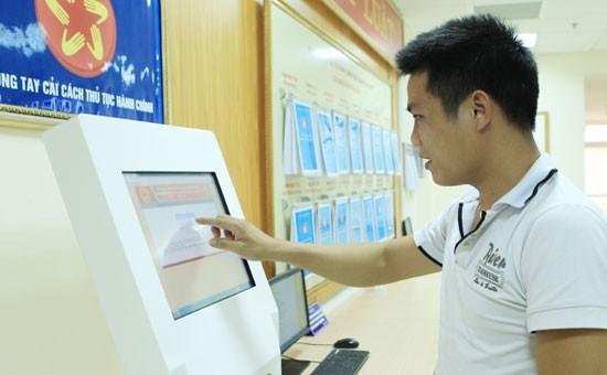 Sở TT&TT Hà Nội đã chủ trì triển khai các dịch vụ công trực tuyến mức độ 3, 4 đến 168 phường, 12 quận và 10 sở. Ảnh minh hoạ: Internet.
