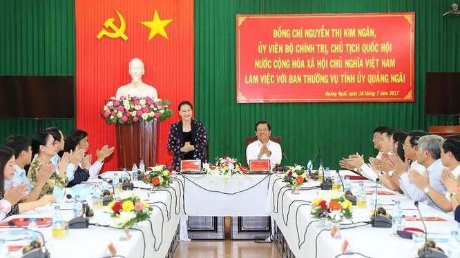 Chủ tịch Quốc hội Nguyễn Thị Kim Ngân làm việc với Ban Thường vụ Tỉnh ủy Quảng Ngãi. Ảnh: Trọng Đức