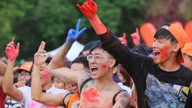 Sự kiện diễn ra vào cuối tuần vừa qua ở Nam Định và Quảng Ngãi cũng đã thu hút hàng ngàn các bạn trẻ đến tham dự và thỏa sức vui chơi trong không gian âm nhạc đầy màu sắc trẻ trung.