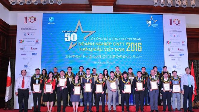 Lễ trao giải 50 Doanh nghiệp CNTT hàng đầu Việt Nam năm 2016.