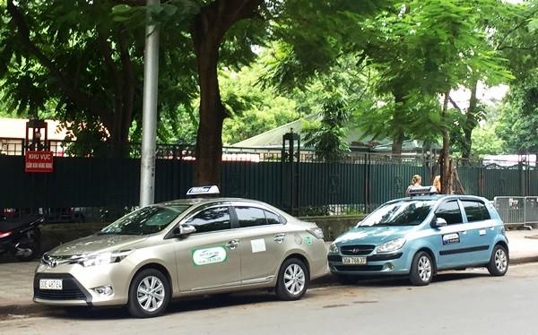 Một số hãng taxi đang hoạt động trên địa bàn Thành phố. Ảnh: Thành Nam