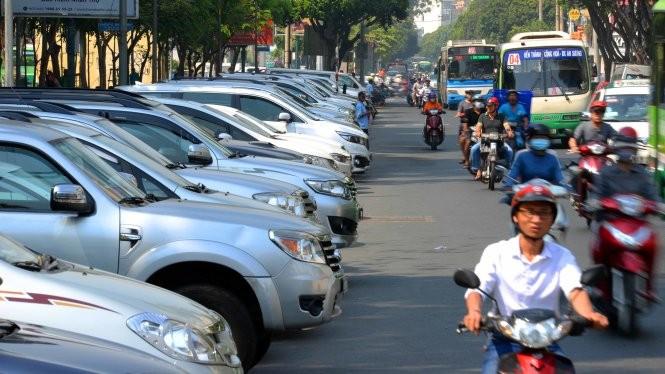 TP. HCM áp dụng thí điểm việc thu phí đỗ xe qua điện thoại là 3 tháng. Ảnh: SGGP