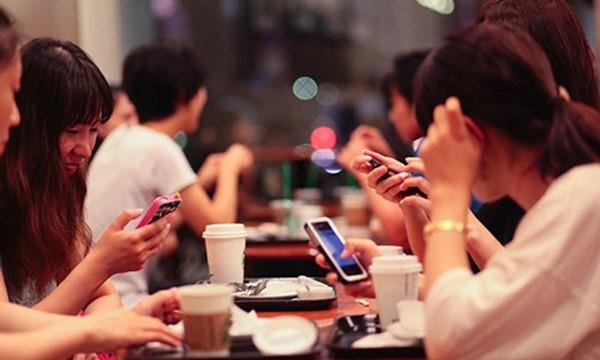 830 triệu người trẻ tuổi từ 15 đến 24 tuổi có khả năng truy cập Internet, hơn 80 phần trong số đó là các dân số trẻ ở 104 quốc gia và con số này đã tăng lên trong những năm gần đây. Ảnh minh hoạ: Cnet