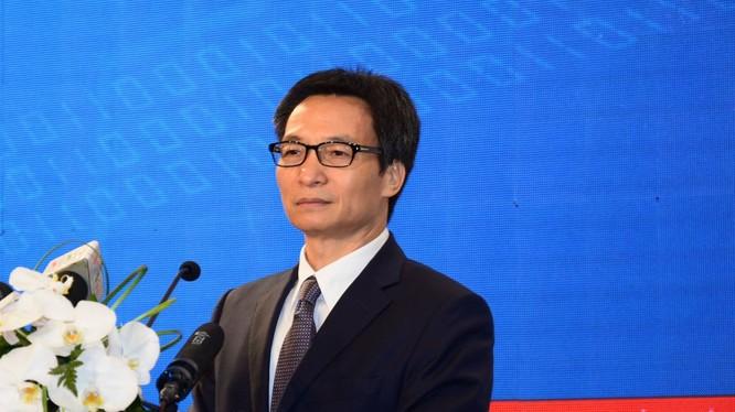 """Phó Thủ tướng Vũ Đức Đam kêu gọi """"dấn thân hơn nữa"""", """"mạnh dạn hơn nữa"""" để Việt Nam thành công trong cuộc cách mạng này. Ảnh: NP."""