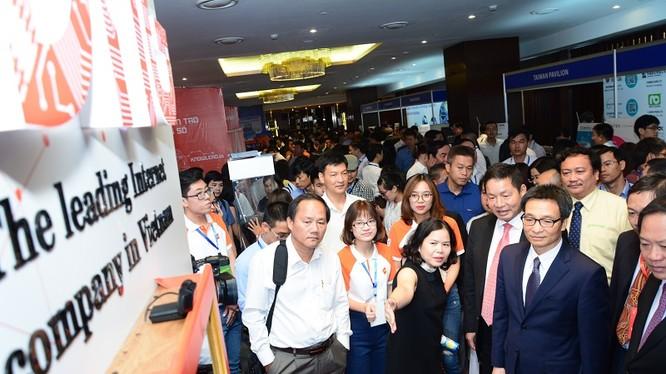 Diễn đàn cấp cao CNTT-TT Việt Nam - Vietnam ICT Summit 2017 có sự tham dự và phát biểu chỉ đạo của Phó Thủ tướng Vũ Đức Đam, Bộ trưởng Bộ TT&TT Trương Minh Tuấn cùng lãnh đạo nhiều bộ ngành, địa phương. Ảnh: V.N