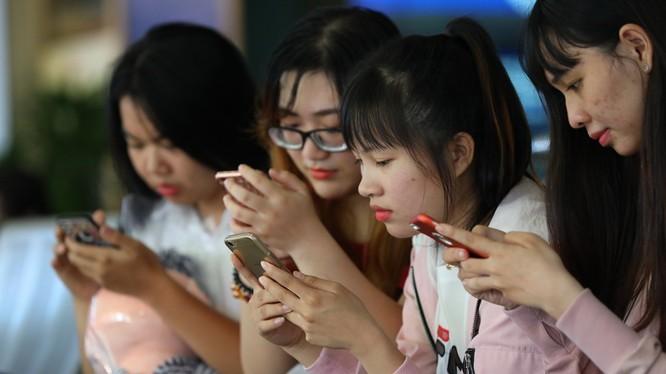 Dịch vụ chuyển mạng giữ số sẽ cho phép người dùng di động lựa chọn nhà cung cấp dịch vụ di động mà không phải thay đổi số thuê bao. Ảnh minh hoạ: Tuổi trẻ