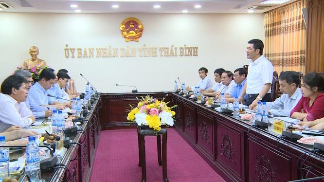 đồng chí Nguyễn Hồng Diên - Ủy viên TW Đảng, Phó Bí thư Tỉnh ủy, Chủ tịch UBND tỉnh phát biểu. Ảnh: Trọng Long