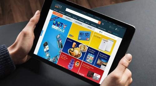 Với tốc độ tăng trưởng khoảng 22%/ năm, thị trường thương mại điện tử Việt Nam là miếng bánh hấp dẫn với nhiều doanh nghiệp. Ảnh minh hoạ: KTĐT