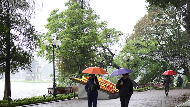 Hà Nội nhiều mây, có mưa, mưa rào và có nơi có dông, trời lạnh. Ảnh minh hoạ: Đất Việt.