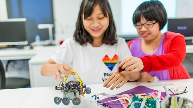 Sinh viên nữ theo học ngành công nghệ tại RMIT Việt Nam. Ảnh: Thanh Vân.