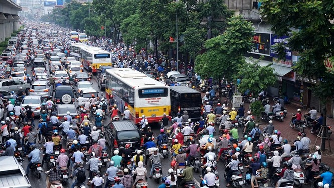 Đường Hà Nội ùn tắc khắp nơi trở thành nỗi ám ảnh của nhiều người dân mỗi khi ra đường. Ảnh: Nhân dân